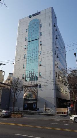 5호선마포역 도보 2분 거리 마포음식문화거리 초입 대로변 (주)한국카본 서울지사 사옥 B1,1,2,3층 임대